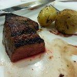 Baby beef com batatas rusticas ao toque de alecrim
