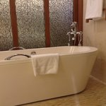 The luxurious bath tub