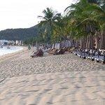 der Strand zur rechten Seite ....