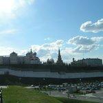 Вид на башню и Кремль с ул. Большая Красная