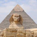 A grande pirâmide e a esfinge.