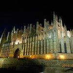 Cathedral (Le Seu) at night
