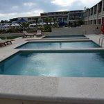 3 individual pools - but no privacy