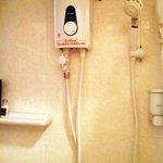 banheiro do quarto privado com para 02 e 03 pessoas