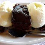 Warmer Schokoladenkuchen mit Vanilleeis