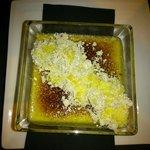 Crème Brûlee, con arena de avellana y peta zeta de La Cuchara de San Lorenzo