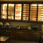 Wine bar e área do café da manhã