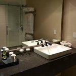 La salle de bains de la chambre