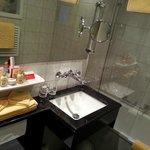 bathroom 2 (tub)