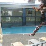 Vue de l'extérieur de la piscine
