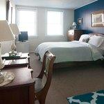 Pierce Room – 1 Queen size bed