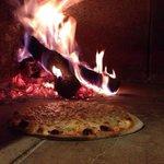 Pizzas al horno de leña