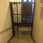 入口からエレベーターホールまで(エレベーター側から)