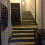 入口からエレベーターホールまで(入口側から)
