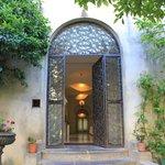 porte donnant acces au jardin