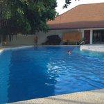 Petite piscine ;-) presque toujours vide !