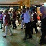 bailando la gente .