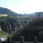 Вид из окна номера на мост и горы.