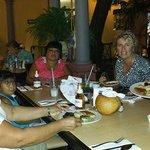 con mi familia Maya en un restaurante