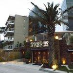 Fachada do hotel 2122.