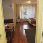 Vista desde el pasillo de entrada (kitchenette)