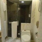 Separate shower - great water pressure!
