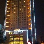 Ночной вид на отель