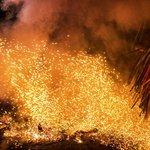 Kecak Fire & Trance Dance - Ubud - Bali - Indonesia - Wandervibes - flaming embers