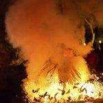 Kecak Fire & Trance Dance - Ubud - Bali - Indonesia - Wandervibes - flaming and smoking embers