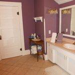 Richard's room bathroom