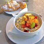 Almond croissant & Bircher muslie