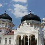 Mesjid raya baiturrahman yang megah sedunia dengan keindahan yang begitu menawa...masyallah inda