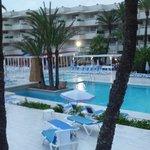 zona piscina exterior aparthotel