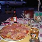 Pizza crudo e porcini