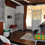 Spacious entry with single bed
