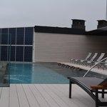 Pool über den Dächern von Barcelona