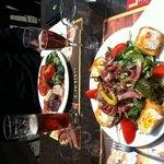 Salade de chèvre chaud + assiette de charcuterie