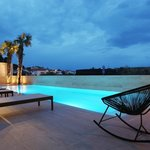 Swimming pool by night!