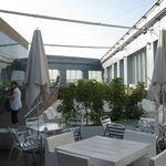 Pool und Bar auf der Dachterrasse