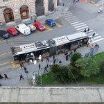 direkt vor dem Hotel: Bus-Station