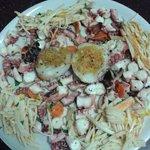 Misto mare composto da insalata di polpo,surimi,seppie e cozze al gratin!
