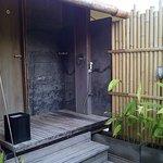 Kamar mandi semi outdoor