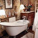 Anne's Room - Slipper Tub