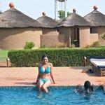 Vue de la piscine et de notre bungalow