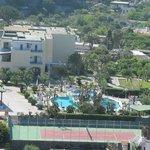 Вид на отель и его территорию сверху
