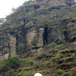 Cerro local a sus pies el pueblo de Malinalco