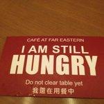 朝食会場にあったもの。これで、座席は使用中、と分かります。食べ終わると裏返します。