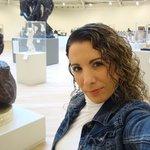 Autofoto en el 6to piso exhibición de Rodin, entre otros