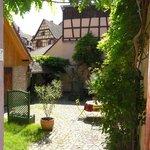 Espace Jardin-Terrasse Romantique et Ensoleillé, où vous pourrez vous détendre...