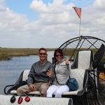 Touristen am Airboat (mit Ledersitzen!) - leise, ohne Ohrenschützer auszuhalten